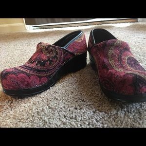 Super cute Tapestry/paisley style clogs